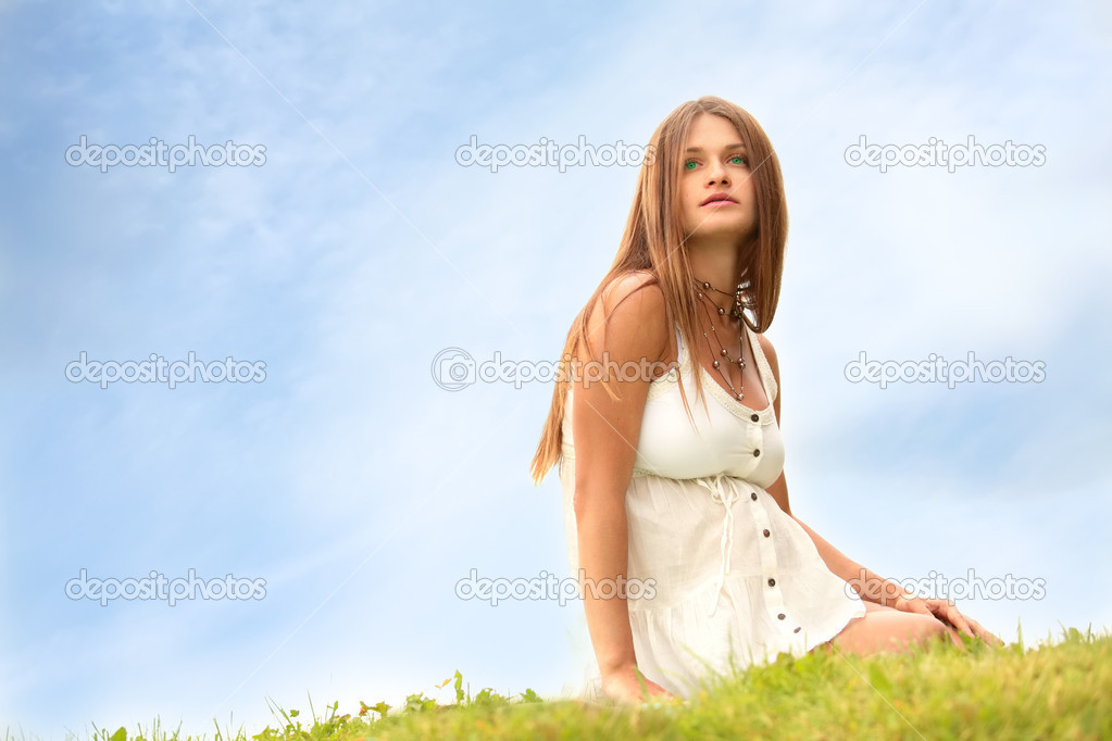 Beautiful expectant mother expectant mother sits on herb under blue sky — Stock Photo #1187228