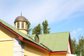 Yellow house with green roof — Стоковое фото