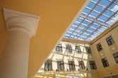 Interiér s a skleněný strop — Stock fotografie