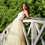 Beautiful bride on the wooden bridge — Stock Photo