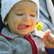 Baby and flower, soft focus — Foto Stock