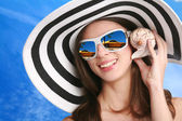 Woman listens seashell — Stock Photo