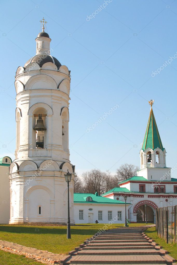 Moscow, Russia, Old-time Religious Buildings, Bell towers on Background Blue sky — Stock Photo #1410618