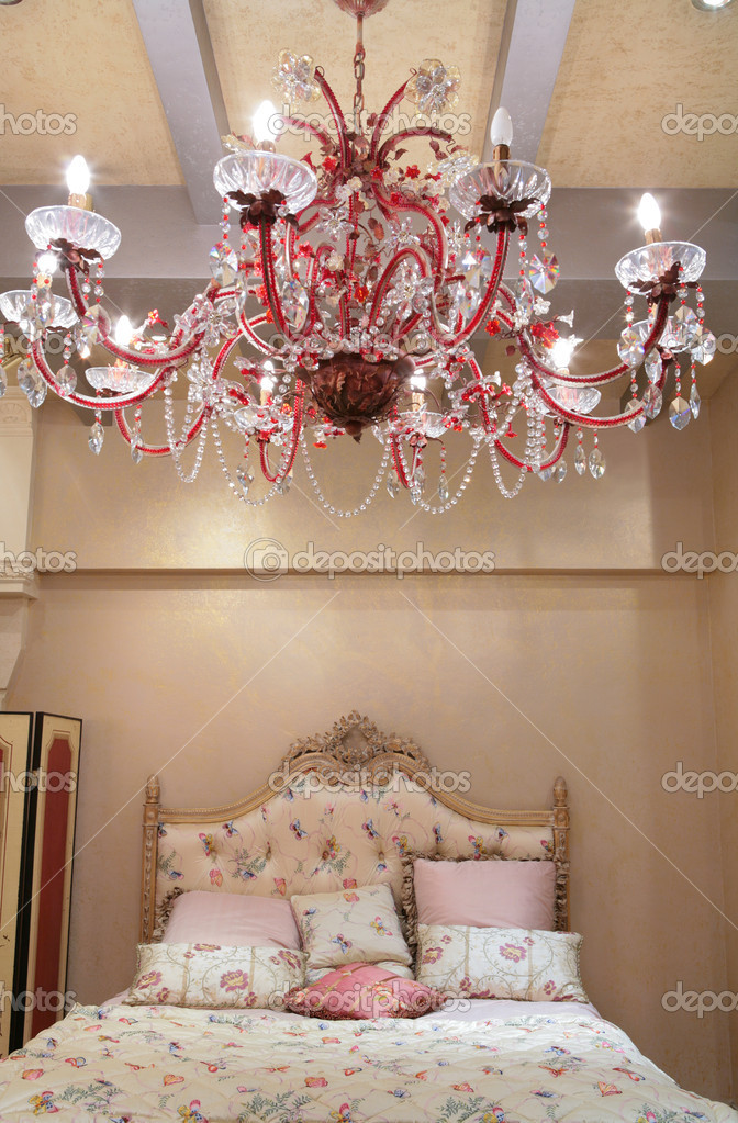 Interior of the luxurious sleeping room in old-time style — Stock Photo #1551282