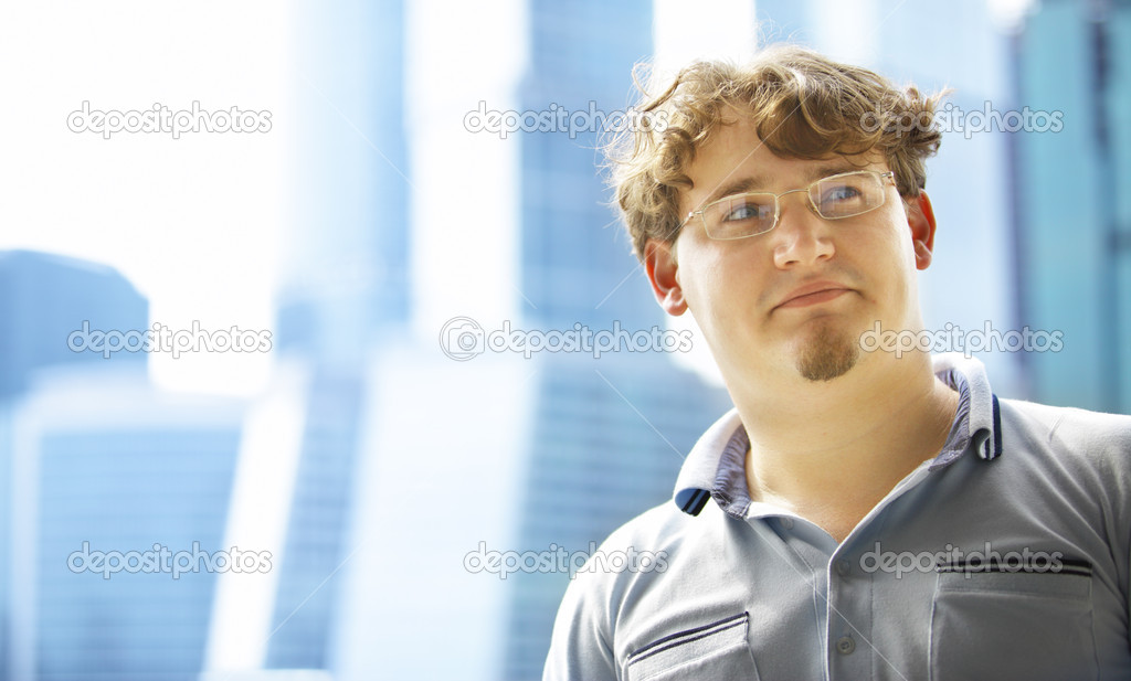 Handsome young man and city in the background — Stock Photo #1192184