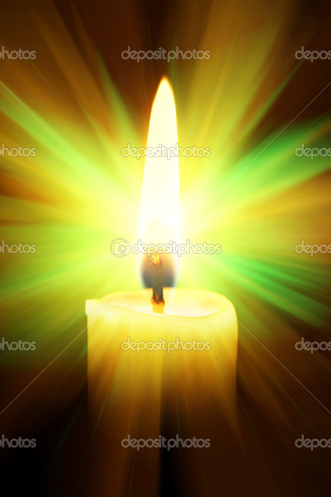 Single burning burning candle over a black background — Stock Photo #1417237
