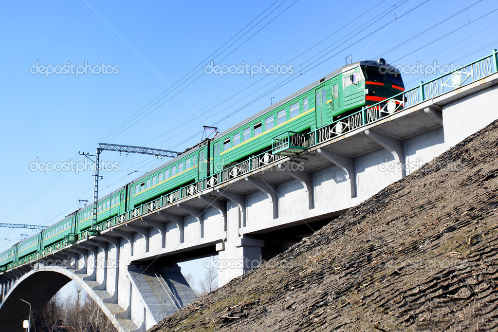 Suburban electric drive train on the brige — Foto de Stock   #1418861