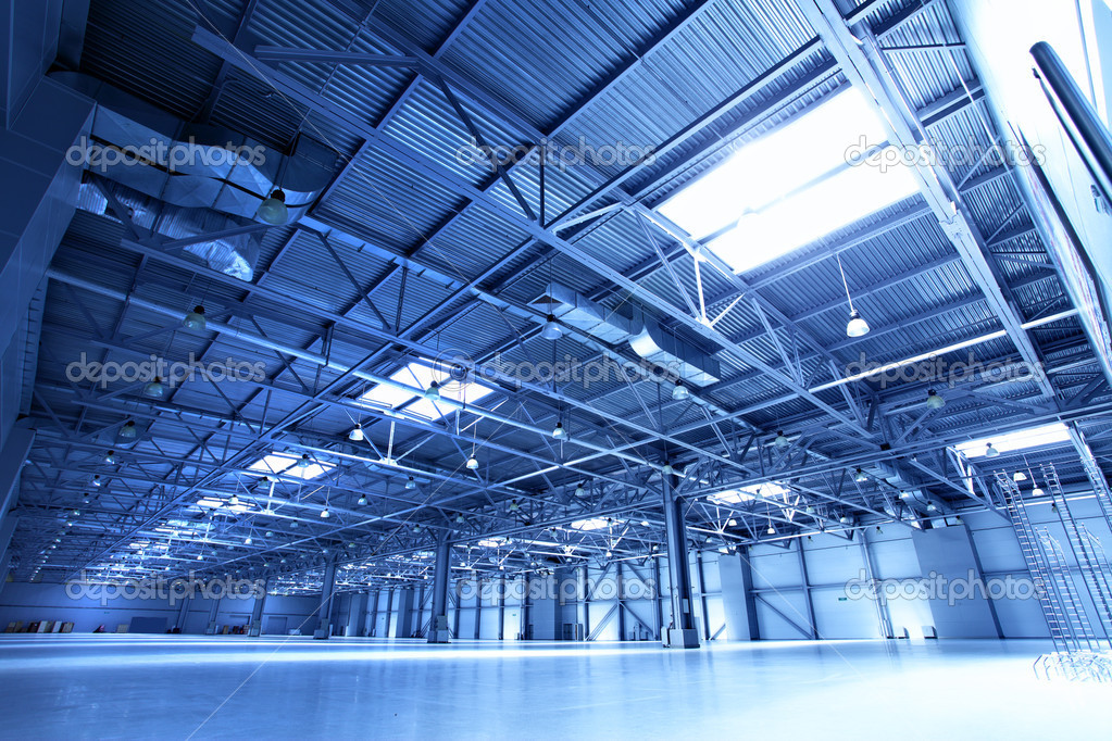 Empty warehouse toned in the blue color — Foto Stock #1419174