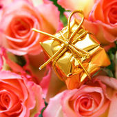 Gold box and rosebuds — Stock Photo