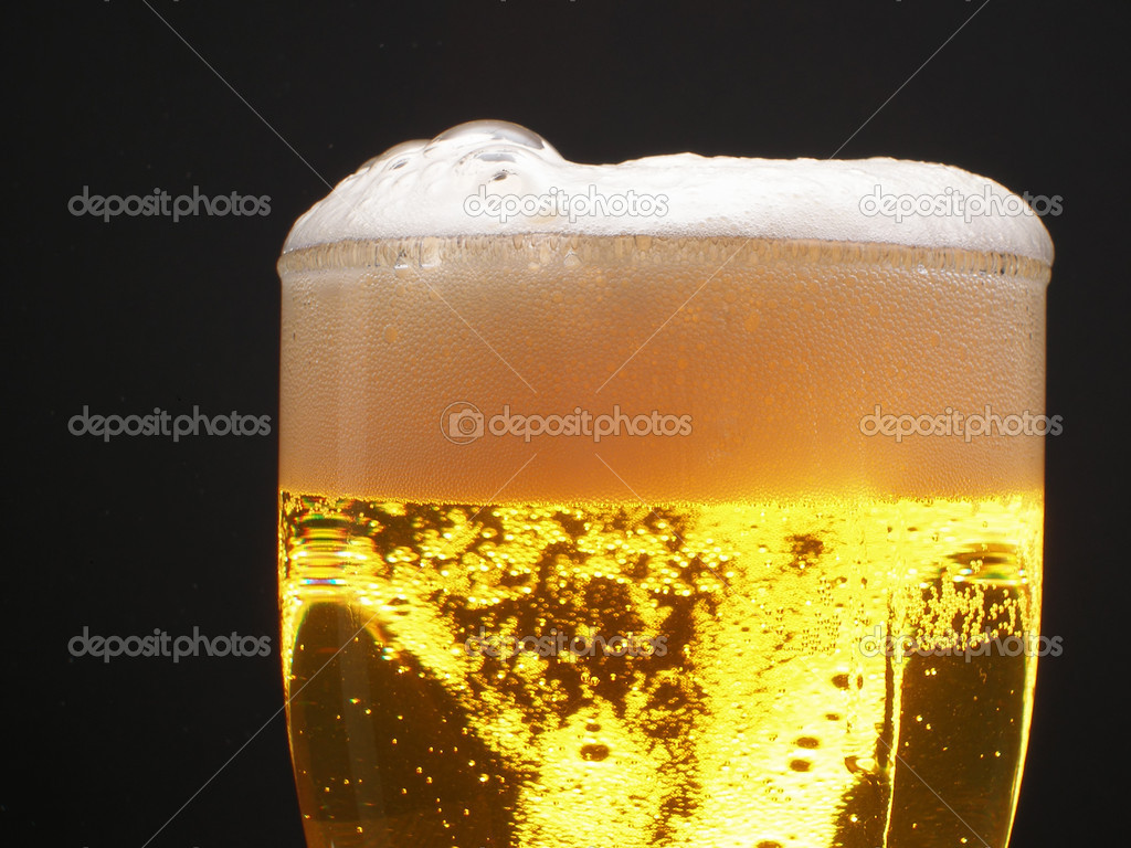 Beer within mug with foam over black background — Stock Photo #1446814