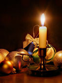 Candle and christmas balls — Stockfoto