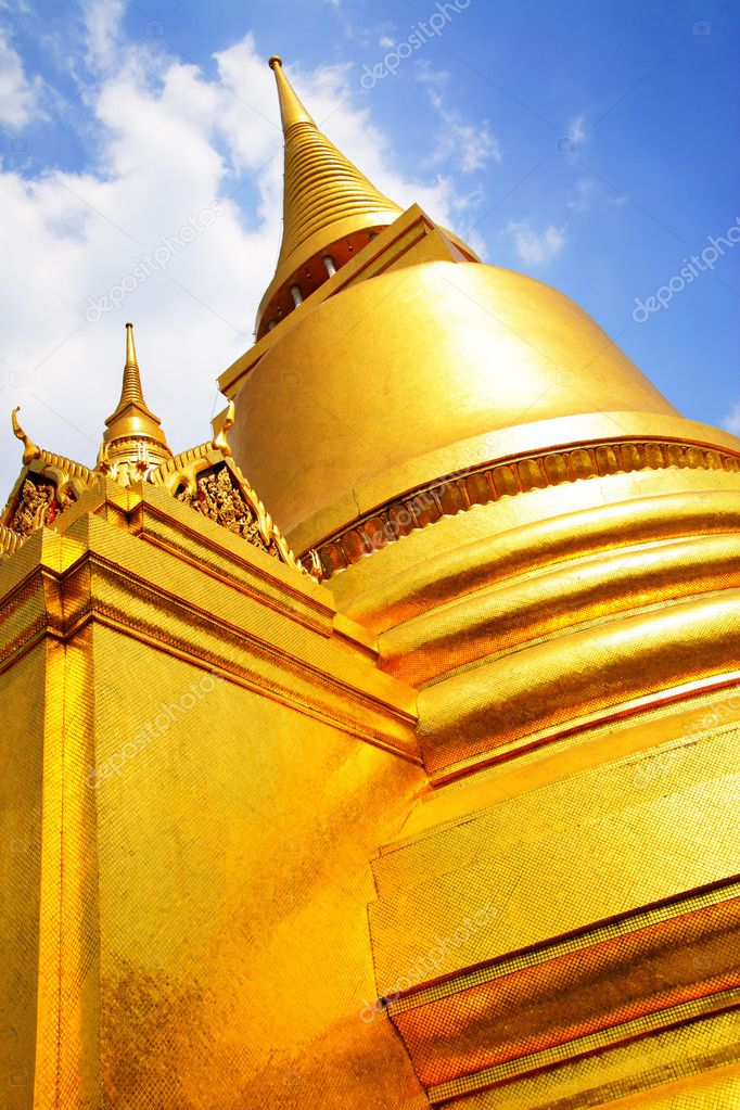 Stupa in Wat Phra Kaeo. Bangkok. Thailand. — Stock Photo #1452505