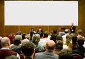 Salle de conférence pleine de participa — Photo
