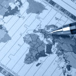 World map and pen — Stockfoto