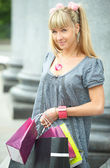 Beauty shopping girl with packet — Stock Photo