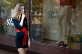 Young woman lokk in shop windows — Stock Photo