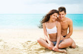 Attractive young couple on the beach — Стоковое фото