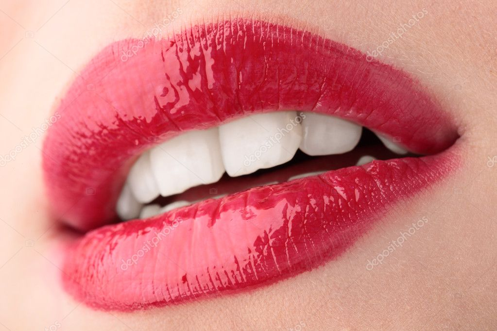 Lips of a beautiful young woman — Stock Photo #1211761