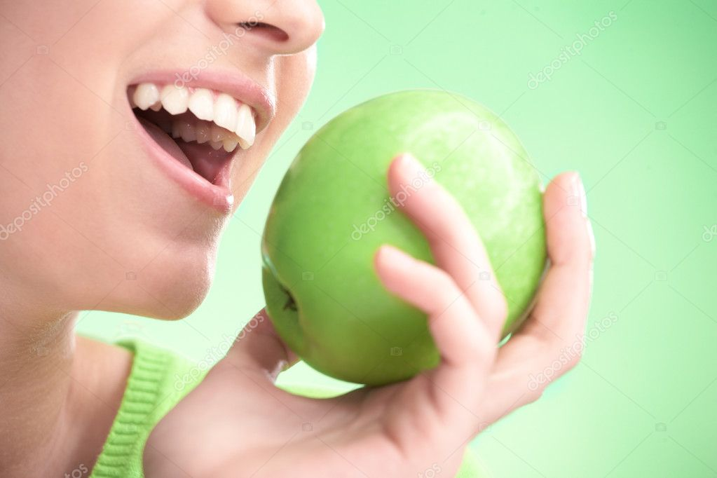 Young beauty woman with apple on green background — Stock Photo #1212789