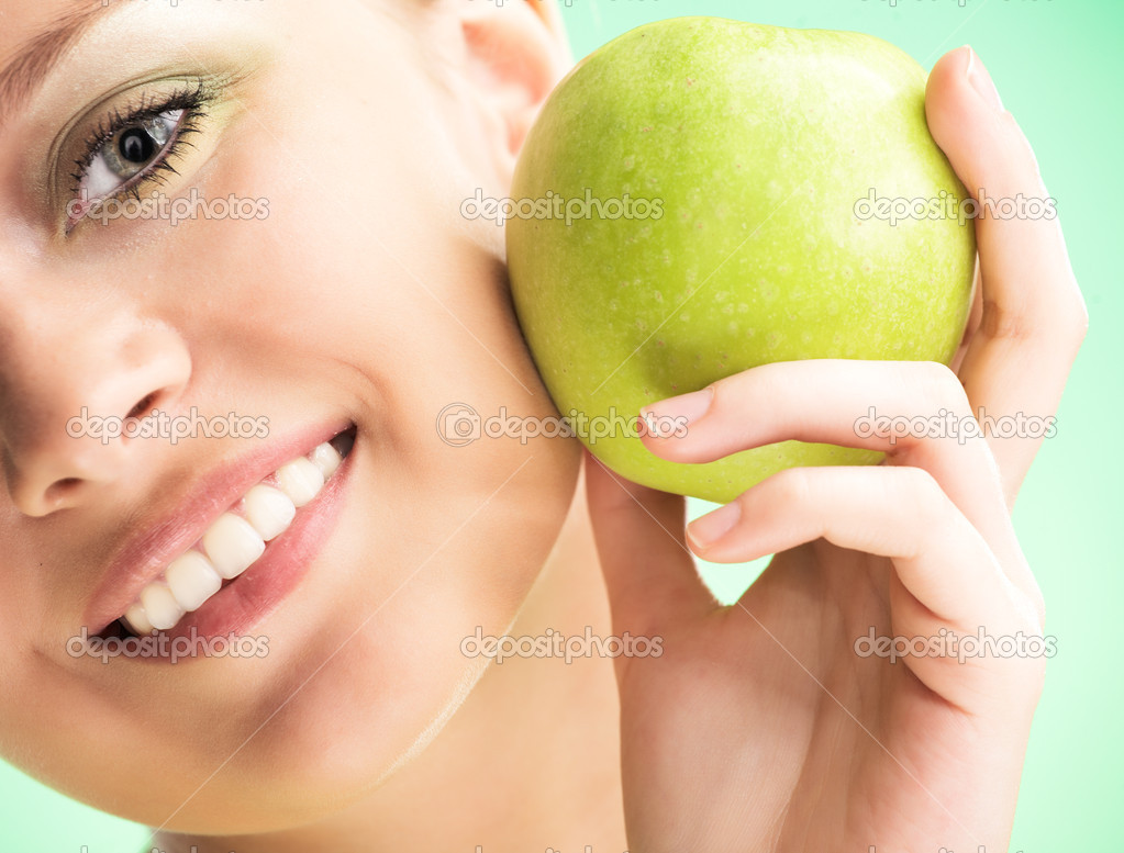 Young beauty woman with apple on green background — Stock Photo #1212874