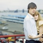 Couple in love on the bridge — Stock Photo