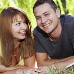 par på gräset — Stockfoto