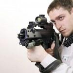 unga målmedveten manager med pistol — Stockfoto