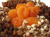 Dried apricots, raisins, nuts — Stock Photo