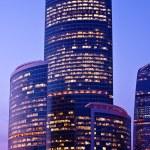 gratte-ciel moderne violet-lumière — Photo #1287781