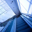 Escalator in blue corridor — Stockfoto