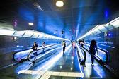 Vista corredor azul com escalato — Fotografia Stock
