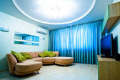 Modern blue room with TV and sofa — Stockfoto