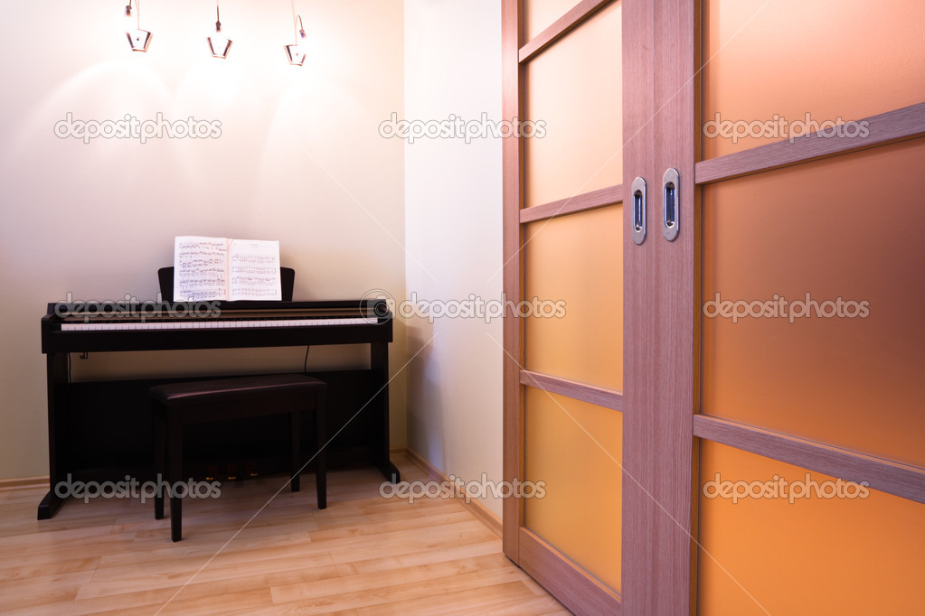 Piano and doors in modern room interior — Stock Photo #1289258