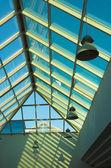 голубой потолок в офисе, прямо часть — Стоковое фото