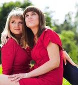 Duas meninas no parque — Foto Stock
