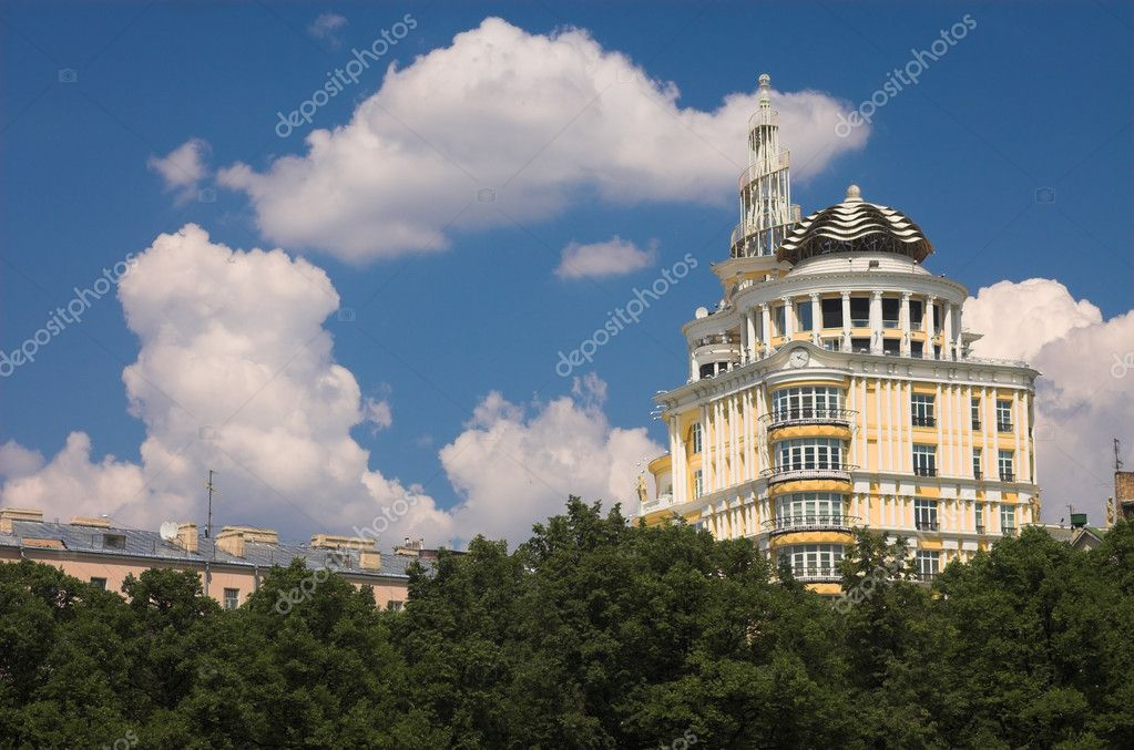 Luxurious building in the center of Moscow, Russia — Stock Photo #1328239