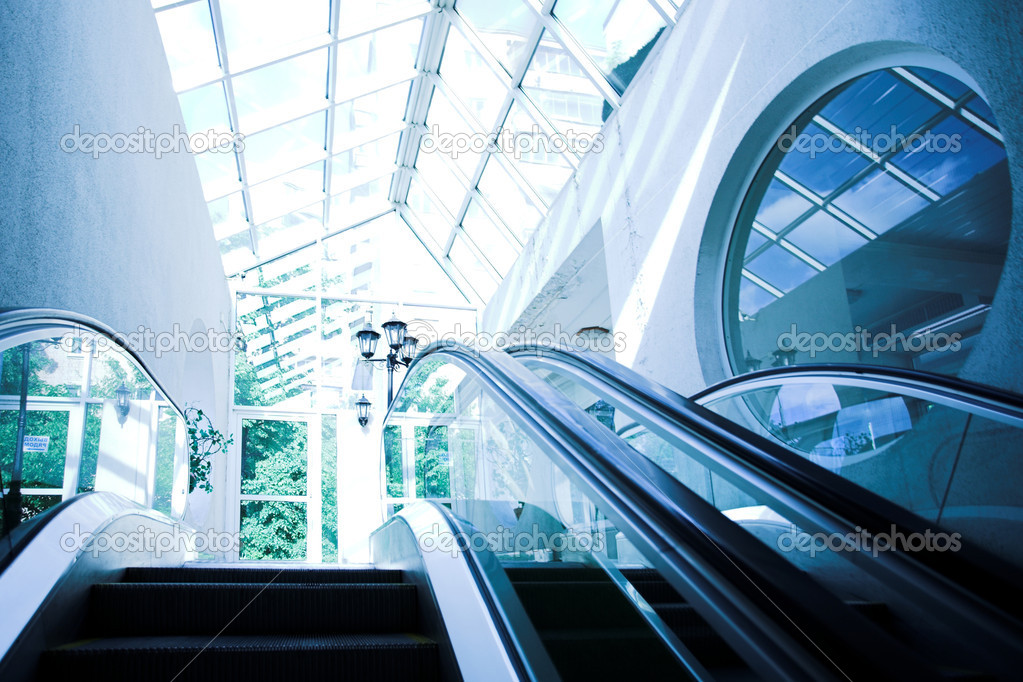 Move escalator in modern office centre — Foto Stock #1329366