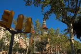 House with spires in Barcelona city — Stock Photo