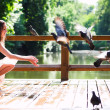 Smiling sit with doves — Foto de Stock