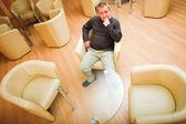 Man en fauteuils — Stockfoto