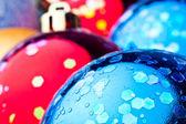 Bolas de Navidad rojo y azul — Foto de Stock