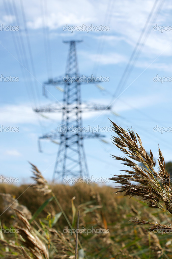 Power pylon and power lines against a summer sky — Stock Photo #1220676