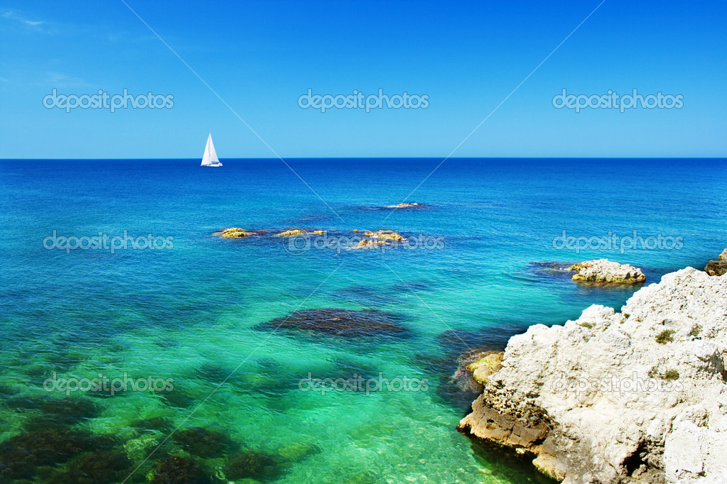 Sailboat sailing in crystal-clear water  Foto de Stock   #1298304
