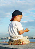 Little boy on quay — Stock Photo