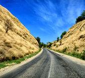 Road to hills — Stockfoto