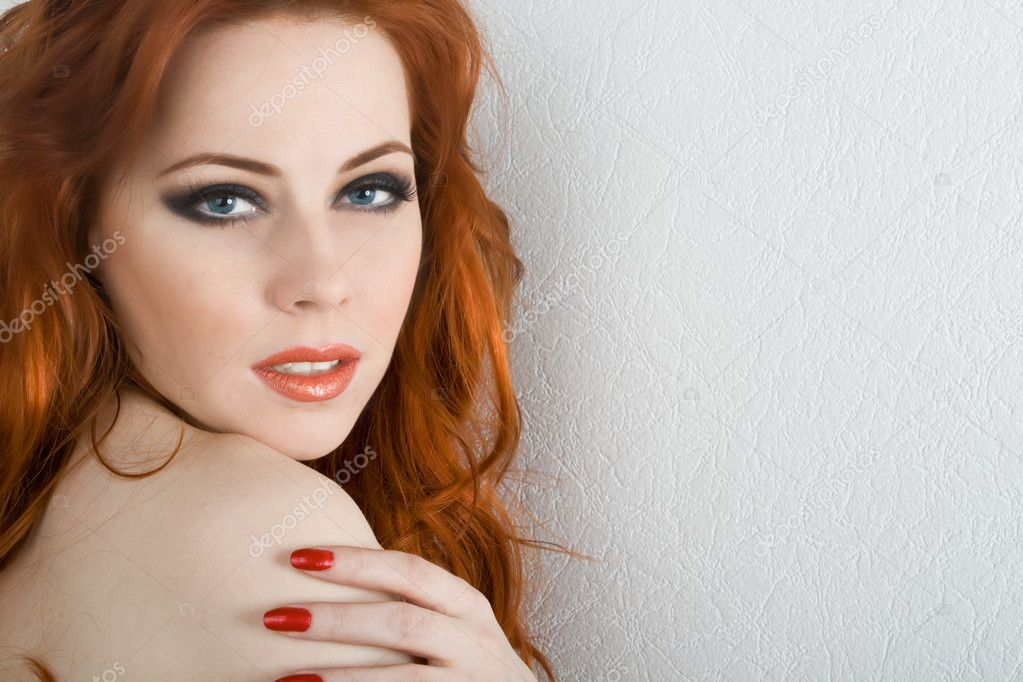 Beautiful redhead young woman with blue eyes — Foto Stock #1204167