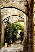 Středověká ulice ve starém městě ostrova rhodos. řecko — Stock fotografie
