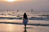 Girl and sea — Stock Photo