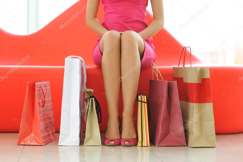 Woman with bags in shopping mall — Lizenzfreies Foto #1182391