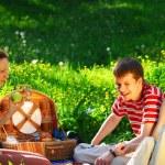 amici su picnic — Foto Stock